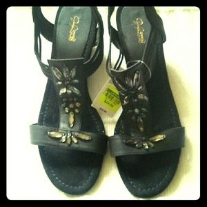Gloria Vanderbuilt shoes